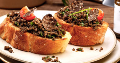 Crostini con tartufo nero