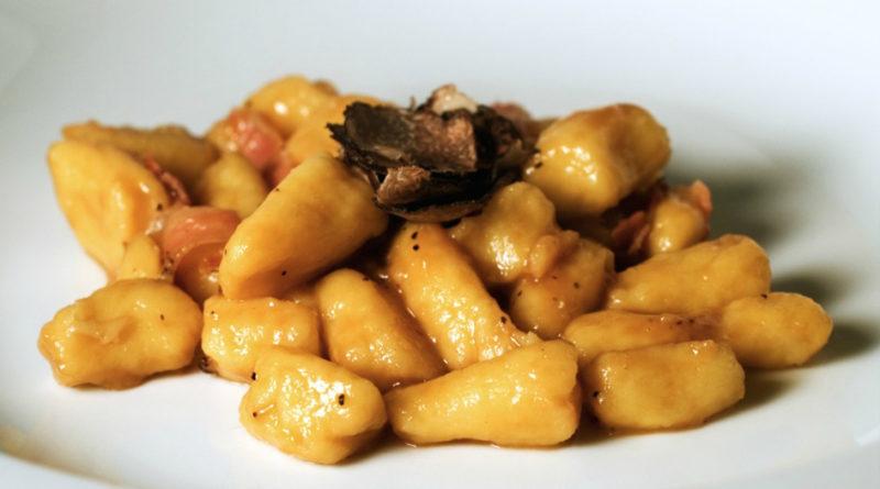 Gnocchi di patata e zucca con tartufo nero brumale